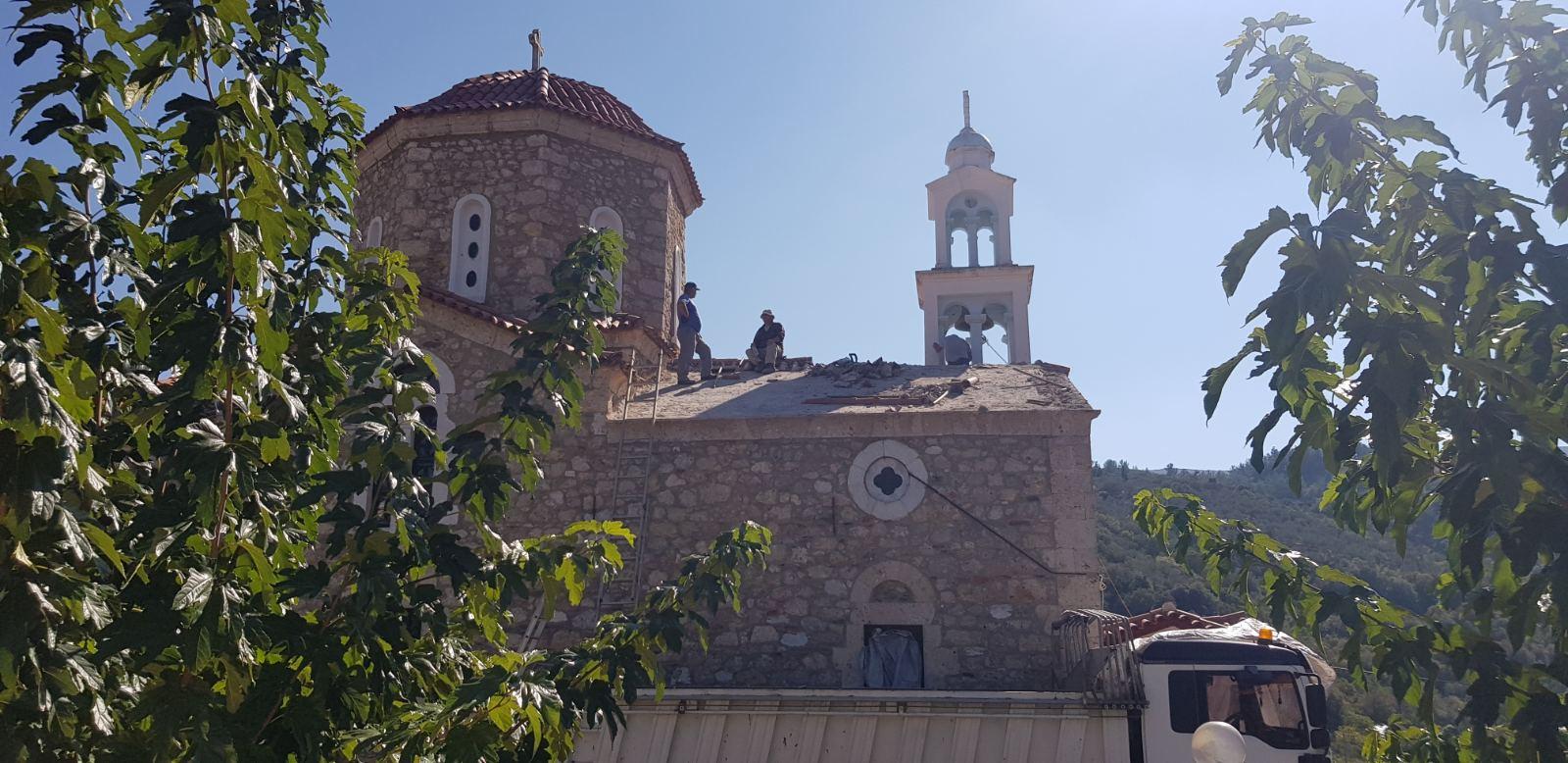 Εργασίες αντικατάστασης της στέγης του Ιερού Ναού της Αγίας Σοφίας.